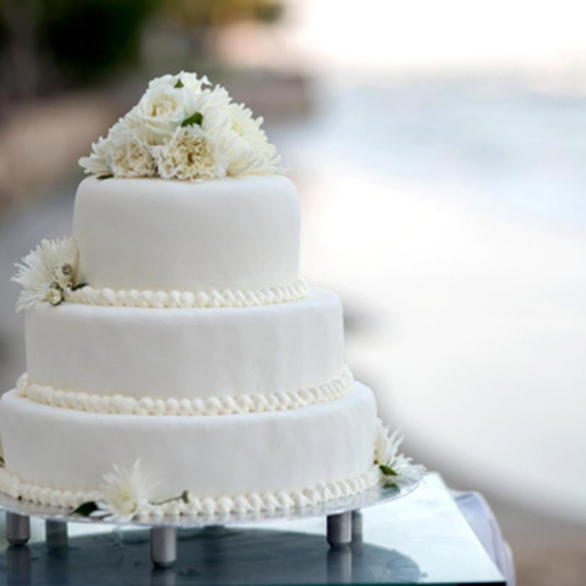 シンプルなウェディングケーキは大人な魅力たっぷり♡♡オシャレ